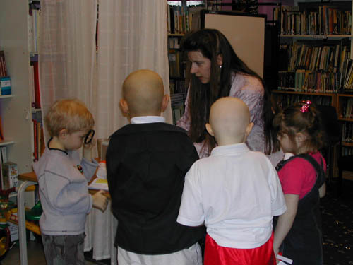 Sharon Ann giving a science talk and demonstrations at Great Ormond Street Children's Hospital in 2003